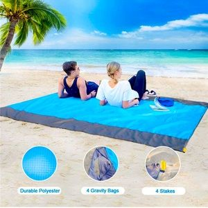 NWOT Foldable Waterproof Picnic Mat / Blanket